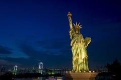 Bahía de Tokio en el puente del arco iris, Tokio, Japón Fotografía de archivo