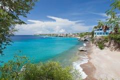 Bahía del Caribe con agua de la turquesa imagen de archivo libre de regalías