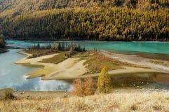 Bahía del dragón en el río de Kanas Foto de archivo