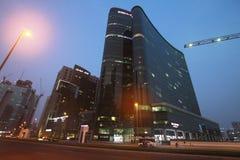 Bahía del negocio que construye la torre binaria foto de archivo libre de regalías