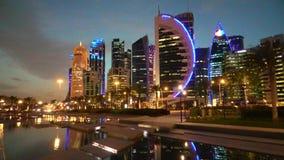 Bahía del oeste colorida de Doha almacen de metraje de vídeo