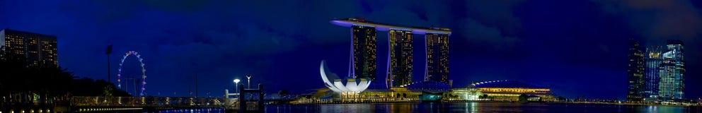 Bahía del puerto deportivo del panorama y ciudad de Singapur Imágenes de archivo libres de regalías