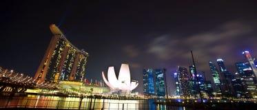 Bahía del puerto deportivo en Singapur como paisaje de la noche Imágenes de archivo libres de regalías