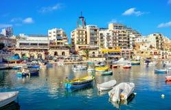Bahía del St Julians malta imagenes de archivo