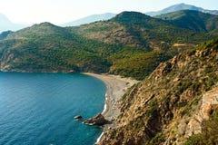 Bahía en Córcega con la playa Fotos de archivo libres de regalías