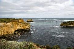 Bahía en el gran camino del océano, Australia fotos de archivo
