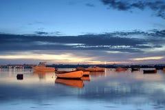 Bahía en la noche fotos de archivo