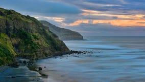 Bahía escénica en Muriwai en Nueva Zelanda imagen de archivo