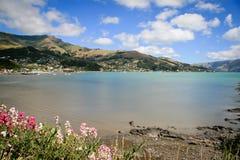 Bahía francesa de Akaroa cerca de Christchurch Nueva Zelanda foto de archivo libre de regalías