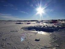 Bahía helada la Antártida Imagenes de archivo