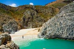 Bahía hermosa con la playa Foto de archivo libre de regalías