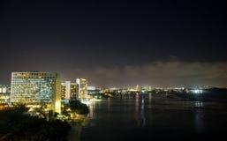 Bahía hermosa de Tumon de la opinión de la noche Imagen de archivo libre de regalías