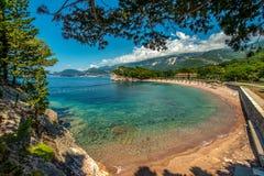 Bahía hermosa del mar en verano fotos de archivo