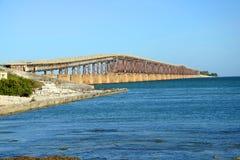 Bahía Honda cerca el puente con barandilla, Key West fotos de archivo libres de regalías