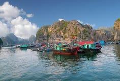 Bahía larga de la ha, Vietnam Imagenes de archivo