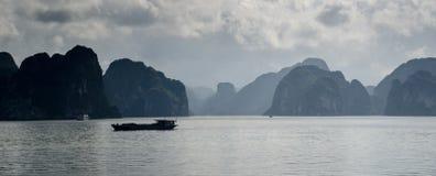 Bahía larga de la ha, Vietnam Imagen de archivo