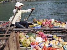 Bahía larga de la ha, Vietnam, mercado flotante Imagenes de archivo