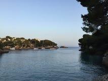 Bahía mediterránea Fotos de archivo libres de regalías