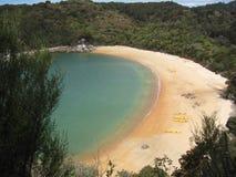 Bahía ocultada, Nueva Zelandia Foto de archivo