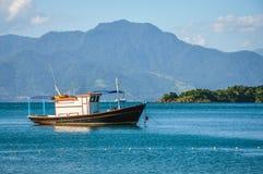 Bahía perfecta postal, grande isla de Ilha. El Brasil. Suramérica. Foto de archivo libre de regalías