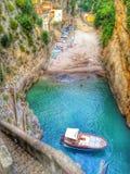 Bahía secreta en la costa de Amalfi Foto de archivo libre de regalías