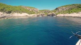Bahía Stiniva en fuerza de la isla almacen de metraje de vídeo