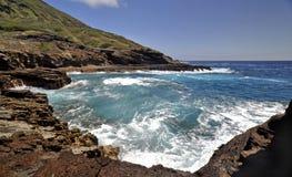 Bahía volcánica hawaiana Fotografía de archivo