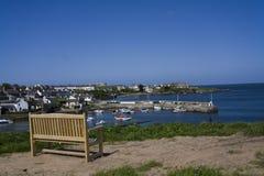Bahía y aldea de Ceamas con su puerto Imagenes de archivo