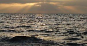 Bahía y cielo por la tarde en otoño metrajes
