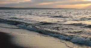 Bahía y cielo por la tarde en otoño almacen de video