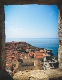 bahía y ciudad de Dubrovnik de la pared imagen de archivo