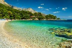 Bahía y playa espectaculares, Brela, región de Dalmacia, Croacia, Europa fotografía de archivo libre de regalías