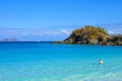 Bahía y snorkeler del tronco foto de archivo libre de regalías