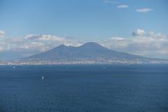 Bahía y Vesuvio de Nápoles imagenes de archivo