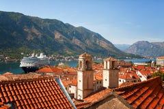 Bahía y vieja opinión de la ciudad, Montenegro de Kotor Foto de archivo libre de regalías