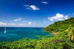 Bahía y yate aislados Imagen de archivo