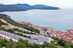 Bah?a de Lustica montenegro Ciudad, agua fotografía de archivo libre de regalías