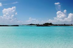 bah Turkosvatten av Atlantic Ocean och blå himmel _ royaltyfri fotografi