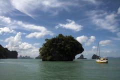 Bahía de Phang Nga del yate Foto de archivo libre de regalías