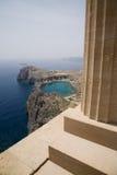 Bahía y acrópolis de Lindos Fotos de archivo