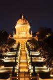 Bahai庭院在晚上,海法 库存图片