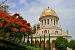 Bahai arbeta i trädgården Haifa byggnad av mausoleet Arkivbild