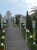 Bahai trädgårdHaifa Israel relikskrin och trappa arkivfoto