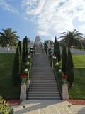 Bahai trädgårdHaifa Israel relikskrin och trappa royaltyfri foto