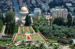 bahaien arbeta i trädgården det haifa israel tempelet arkivfoton