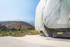 Bahaihuis van Vereringstempel en de Bergen van de Andes - Santiago, Chili stock afbeeldingen