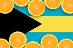 Bahamas flagga i citrusfruktskivahorisontalram arkivfoto