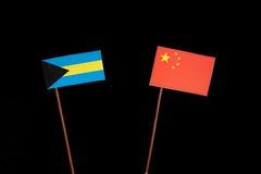 Bahamas flagga med den kinesiska flaggan som isoleras på svart Arkivbilder