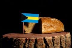 Bahamas flagga på en stubbe med bröd Royaltyfri Fotografi