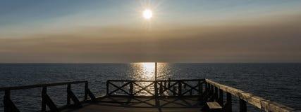 bahamianen Panorama av solnedgången på pir Arkivfoto